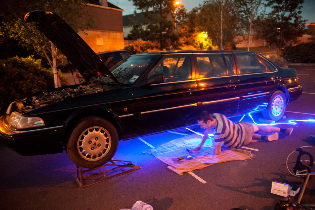 Fitting neons to a rover 827 limousine  regency mongol rally  2014 team