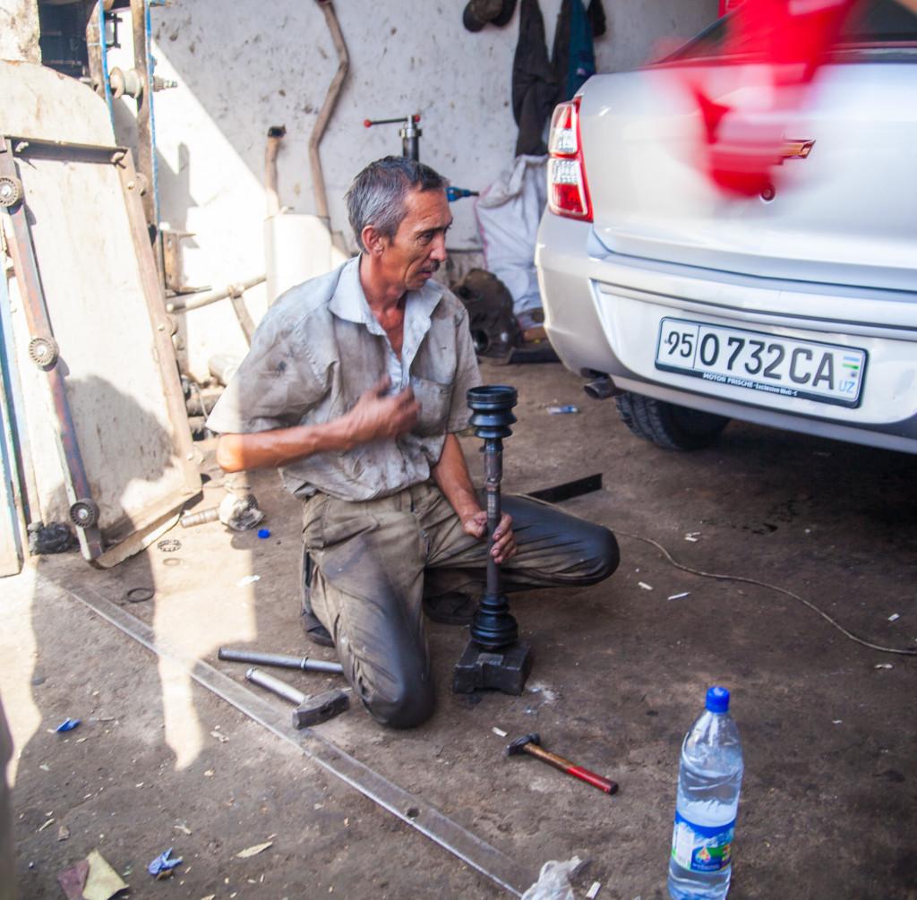 uzbek-mechanic-drive-shaft-fix