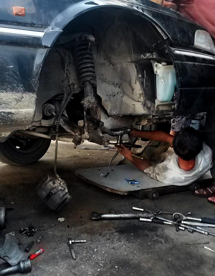 uzbek-mechanic-under-car