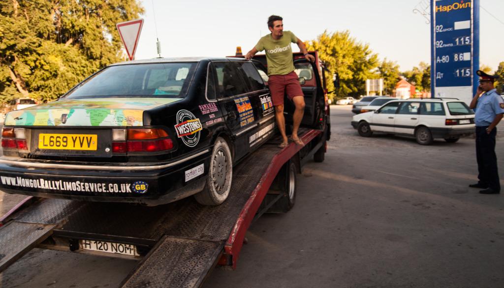 kazakh-policeman-tow-truck